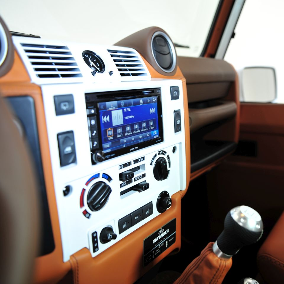 Land rover defender tuning startech refinement for Interieur defender 90
