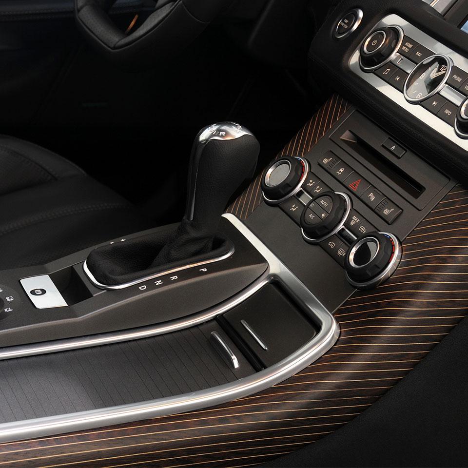 Find Jaguar Dealer: LS-877-00 Holz-/ Carbon-Ausstattung