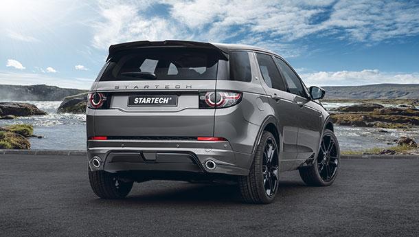 Beim Land Rover Defender Tuning erhielt der Wagen eine schwarze Lackierung
